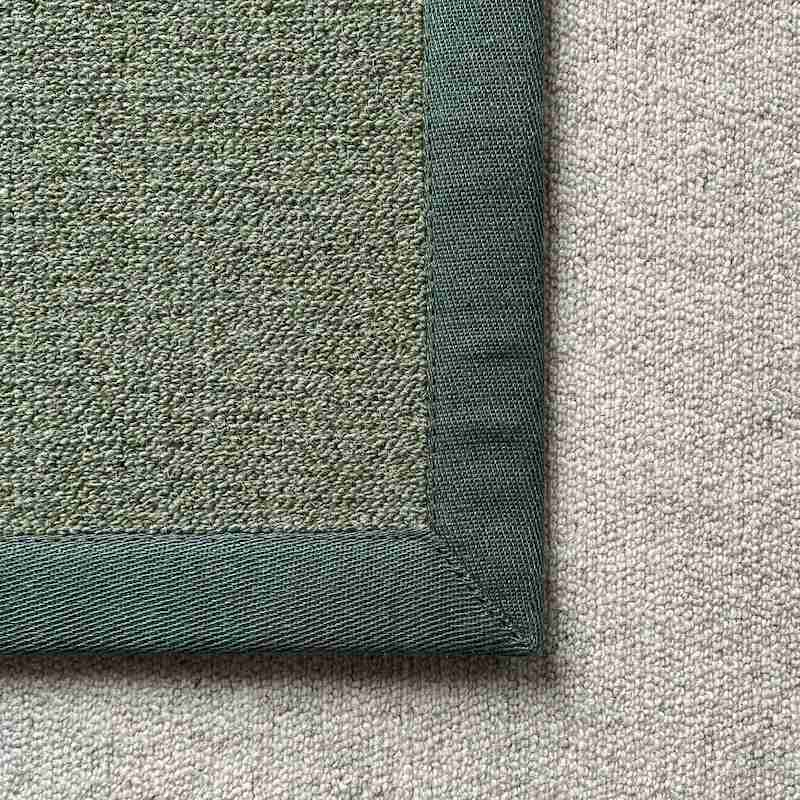 Antares Teppich Farbe grün mit Leinenband dunkelgrün